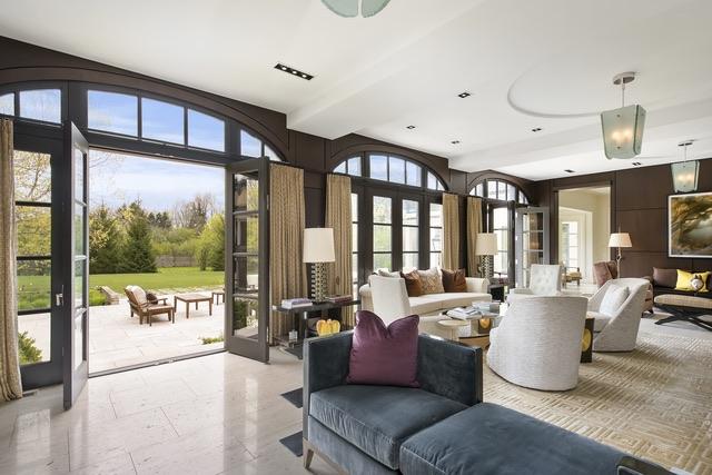 261 Onwentsia living room