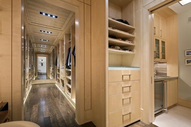261 Onwentsia walk-in closet