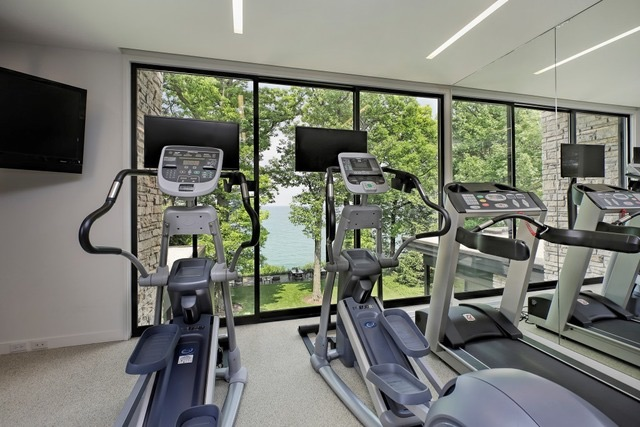 441 Lakeside Terrace gym