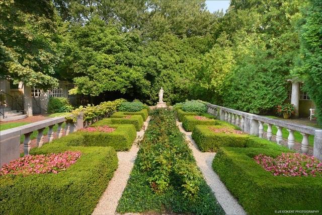 855 Rosemary Rd garden