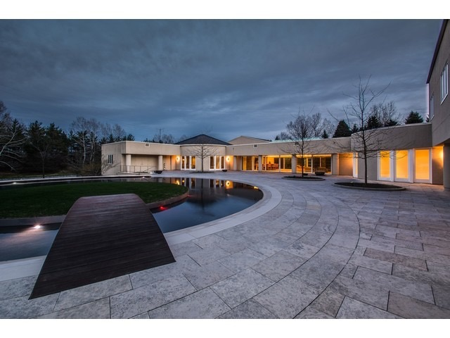 Michael Jordan's house 2700 Point Ln Highland Park IL