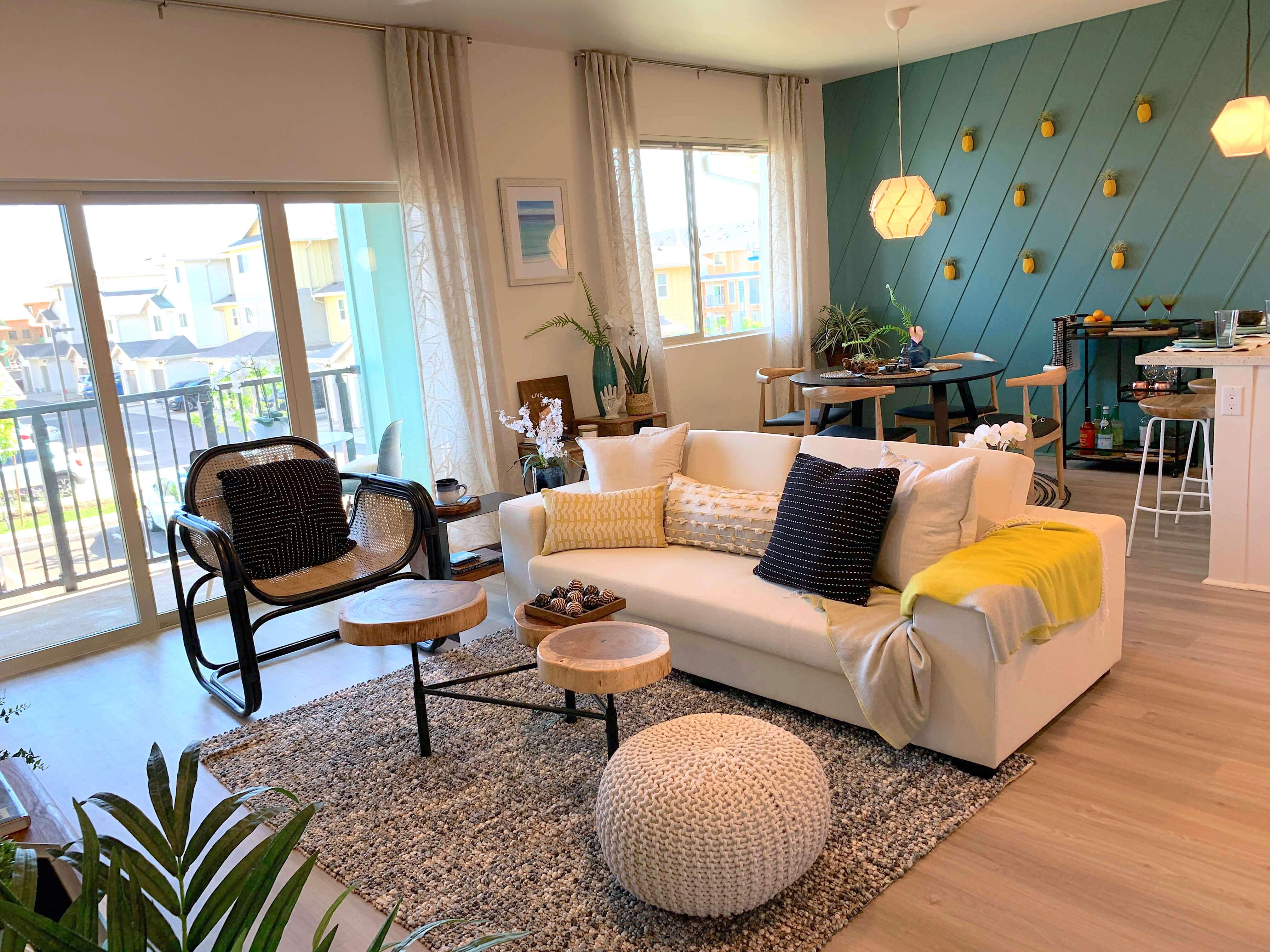 kohina at ho'opili living and dining room