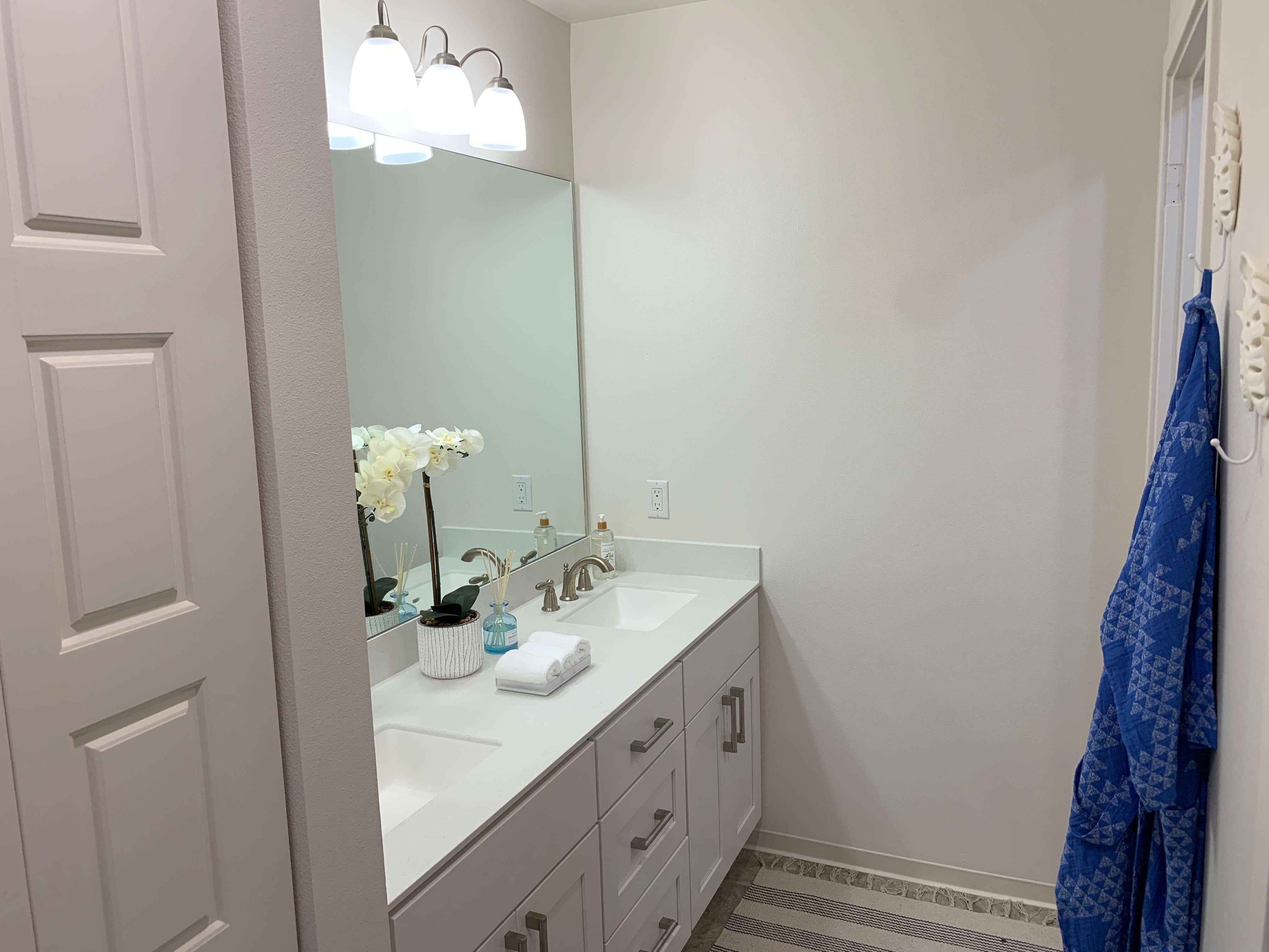 kohina at ho'opili master bathroom