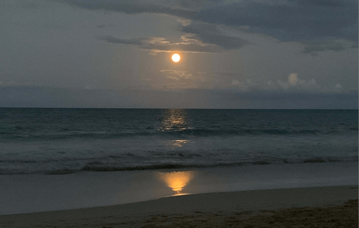 moon rise from kailua beach