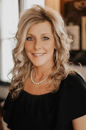 jo-warrensburg realtor