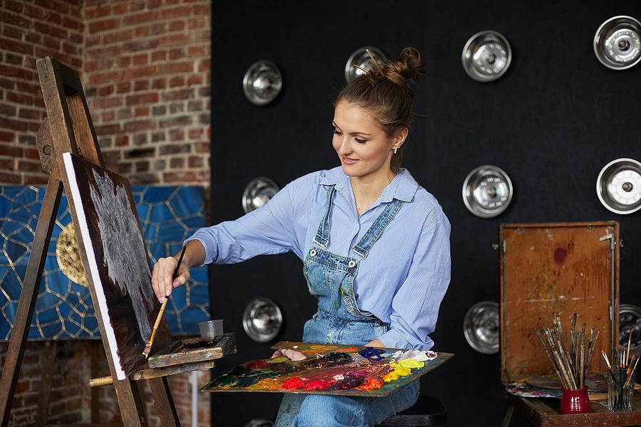 People living in coastal Orange County take art classes.
