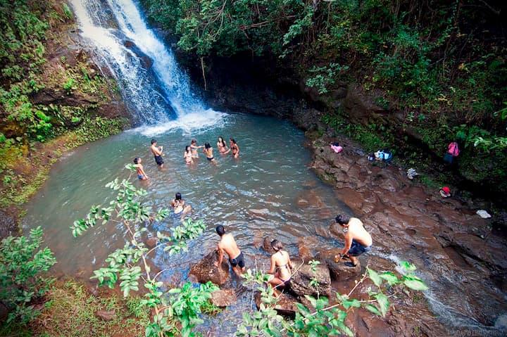 Hiking Spot: Waimano Falls