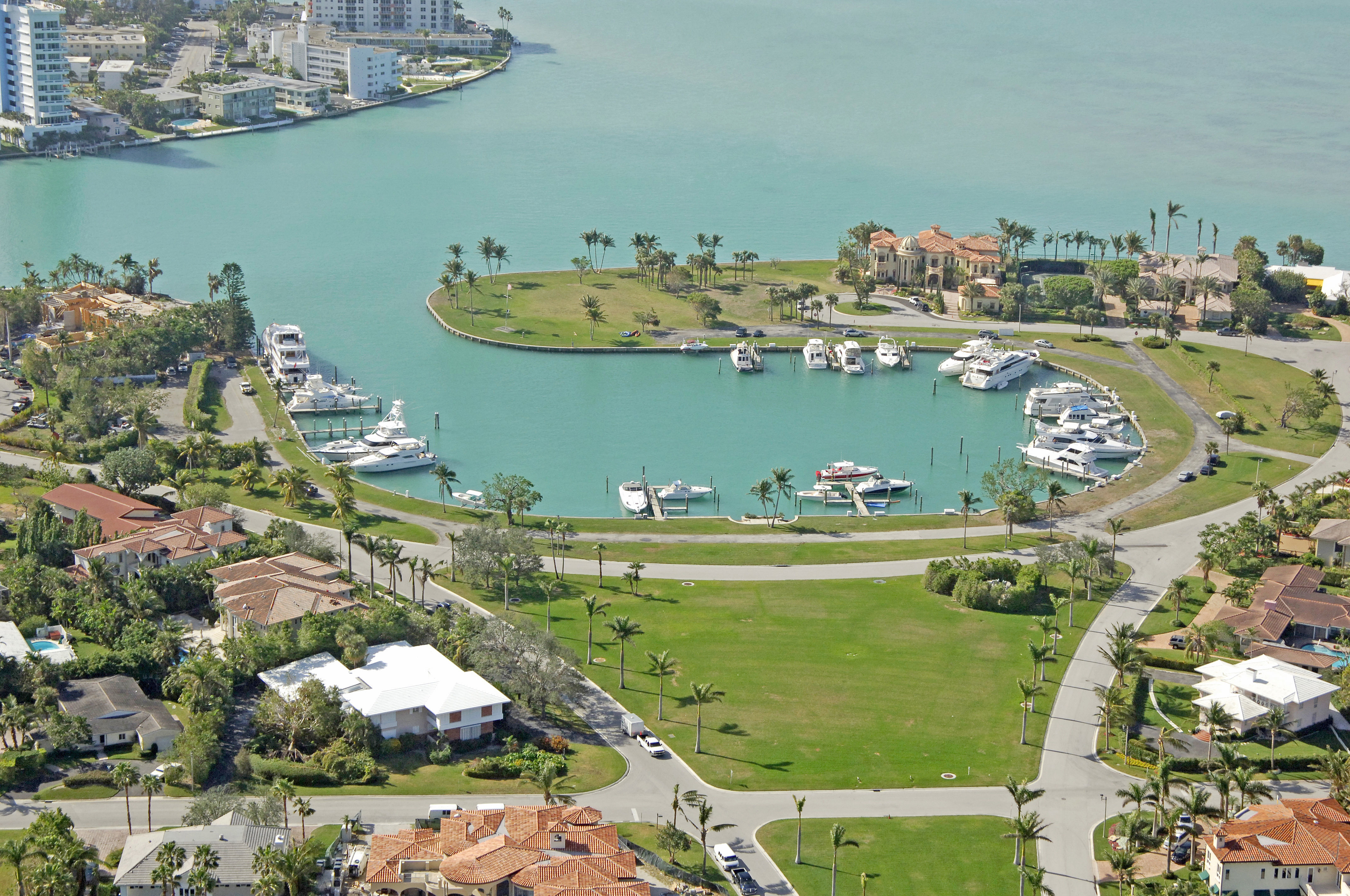 Bal Harbour Yacht Club and real estate