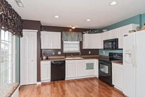 13260 Ashwood Drive kitchen