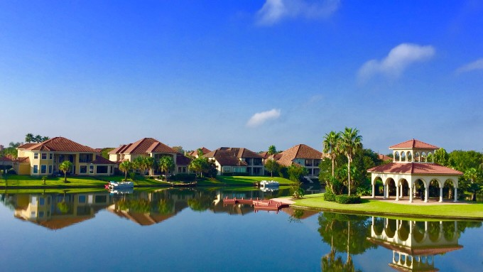 What to Know About Living in a Florida HOA?
