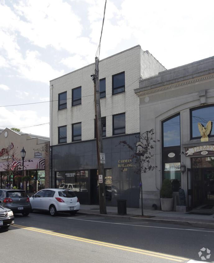 Main St. Farmingdale, NY 11735 image