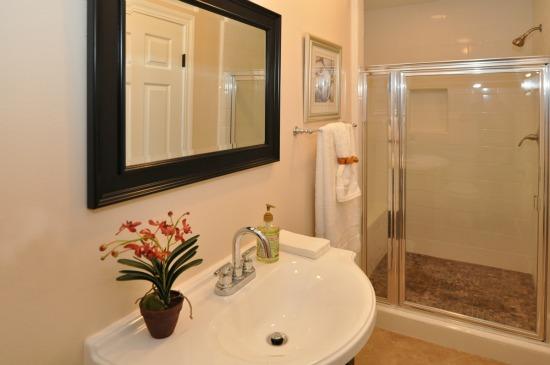460 Alberta St Altadena Bathroom