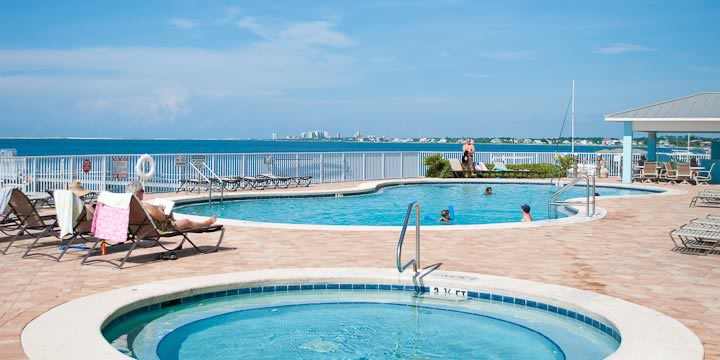 Harbour Pointe Pool