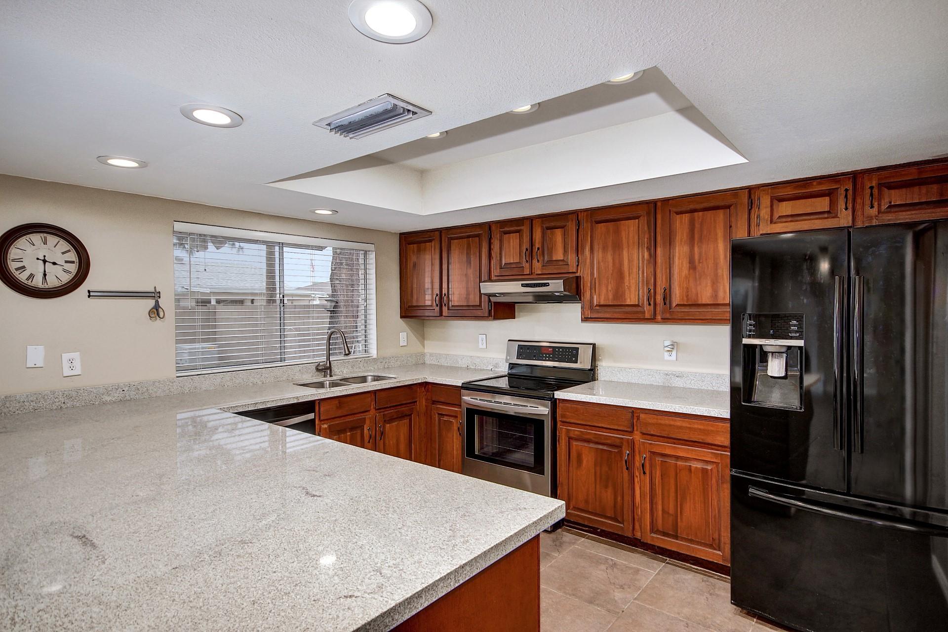 4915 W Onyx - Big Open kitchen
