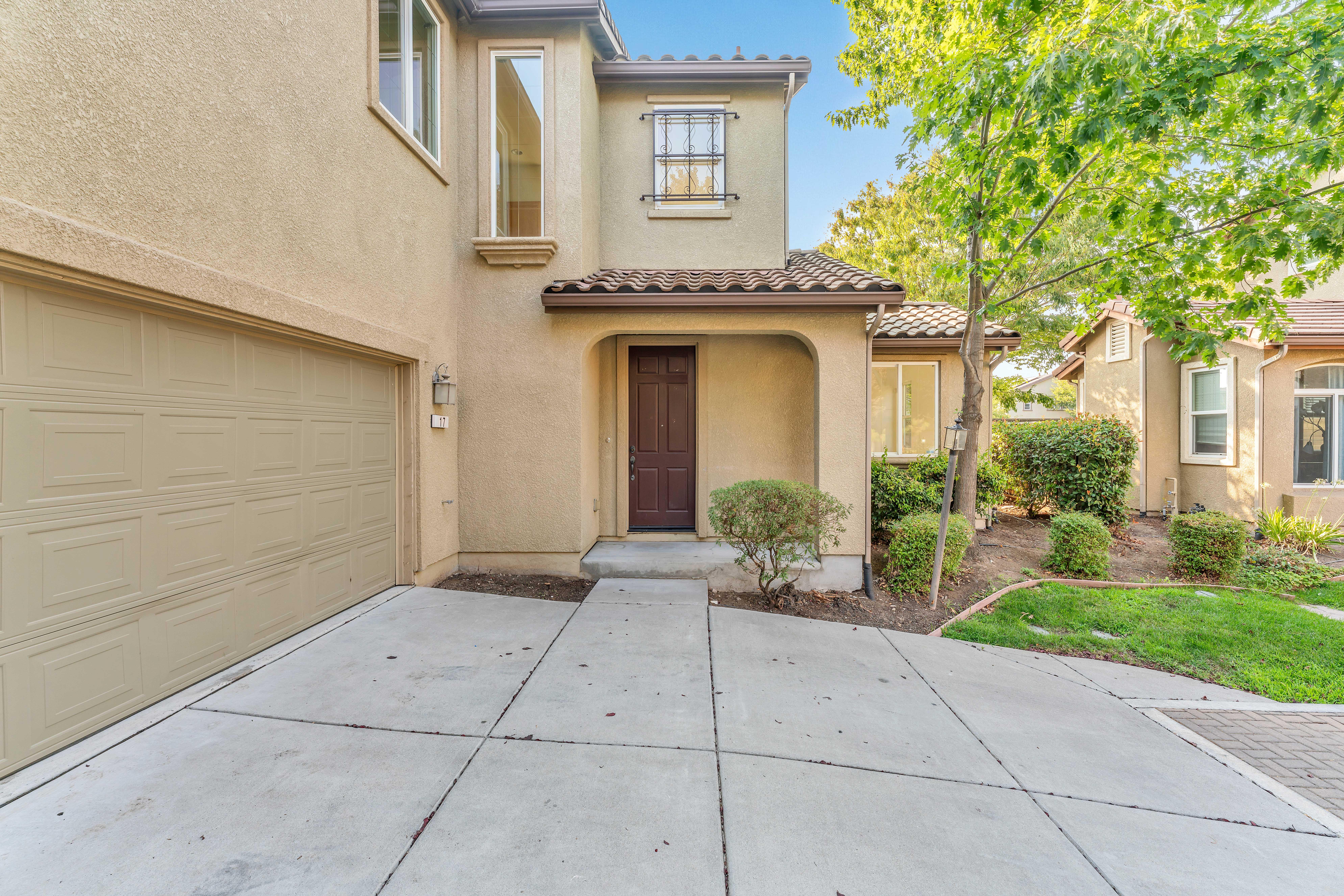 Front of home at 17 Narwal Pl, Sacramento, Ca 95835