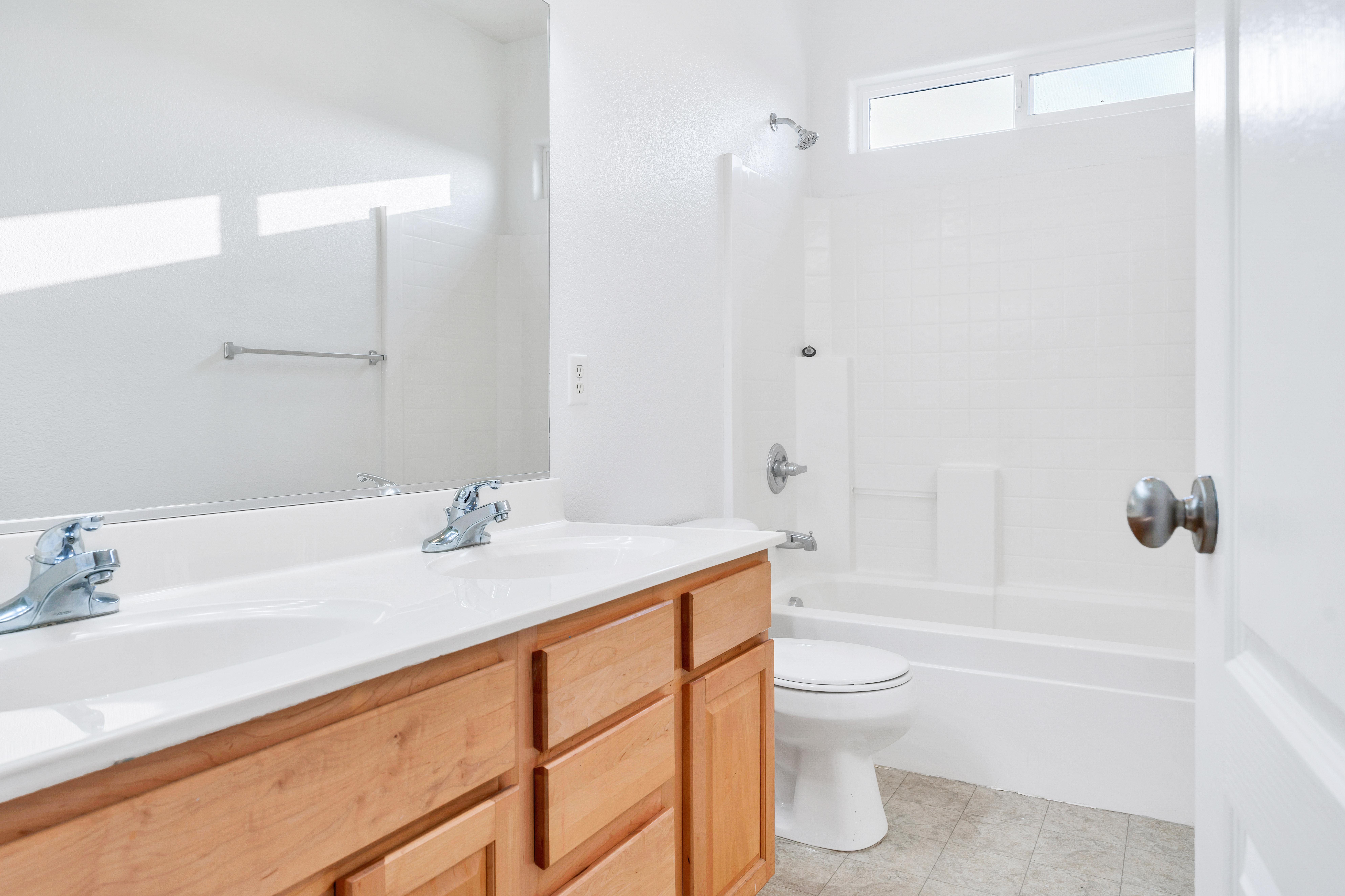 Upstairs Hall Bathroom of 17 Narwal Pl, Sacramento, Ca
