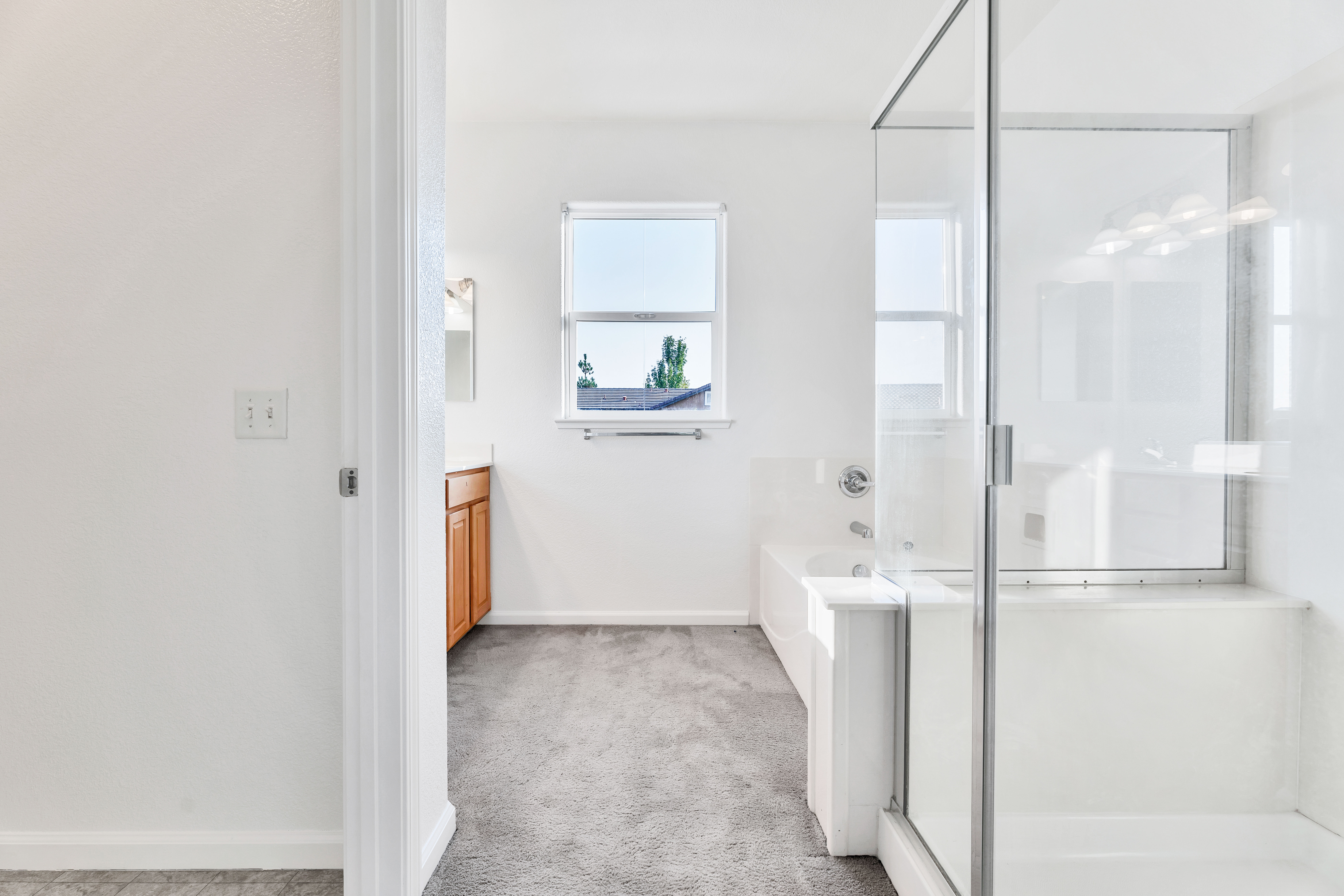 Master Bathroom of 17 Narwal Pl, Sacramento, Ca
