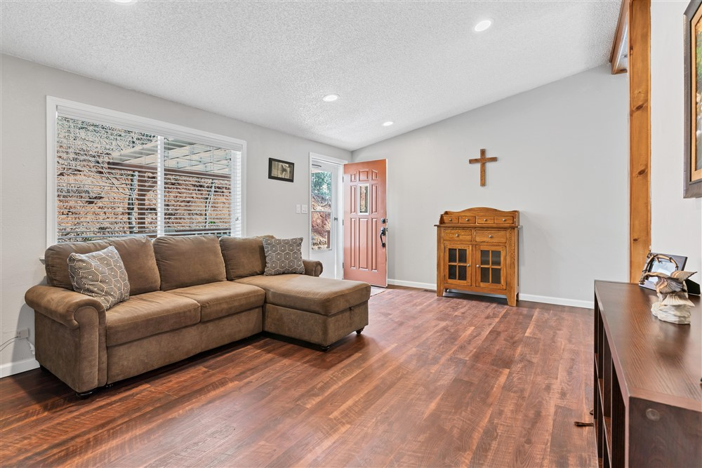 21770 Old Miners Rd, Foresthill, Ca | Living Room | Foresthill Real Estate Agent