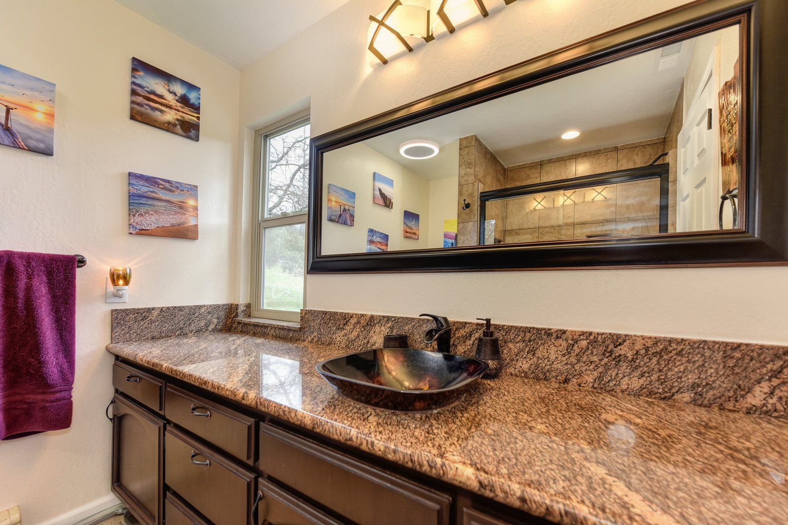 Realtor in Placerville California | Master Bathroom 3100 Pioneer Hill Rd, Placerville, Ca