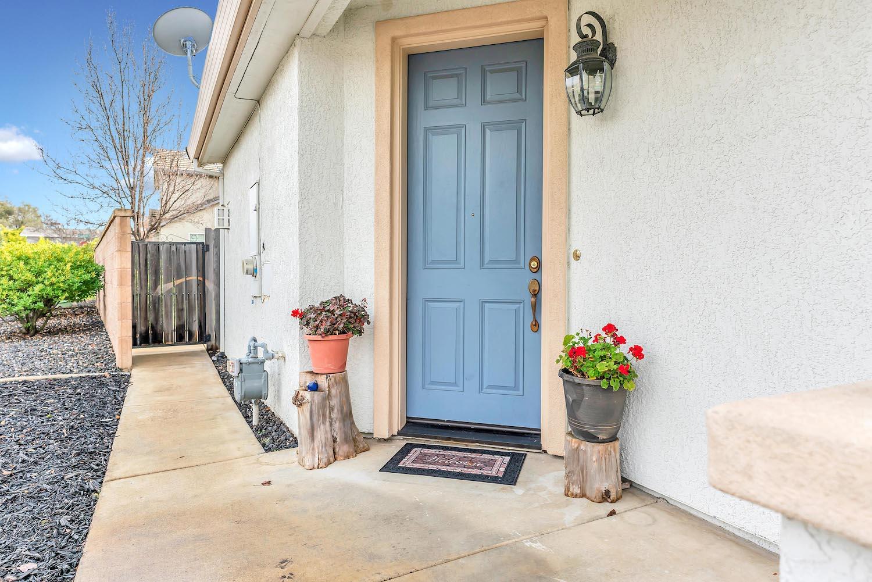 Front of home at 5903 Lindsay Ct, Rocklin, Ca 95677