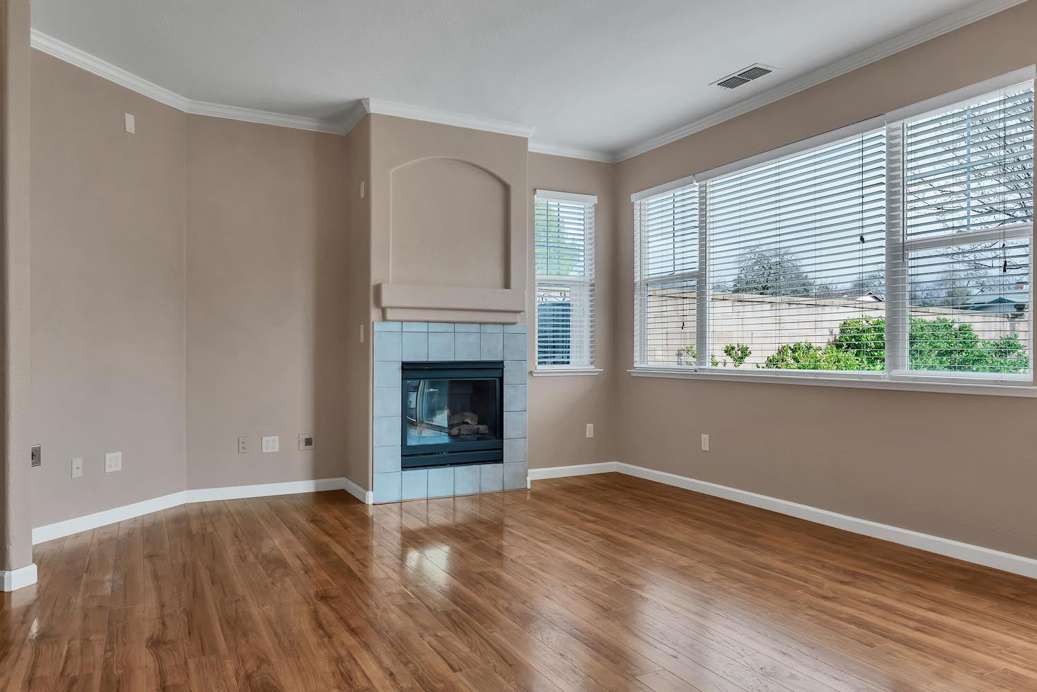 Living room of the home at 5903 Lindsay Ct, Rocklin, Ca 95677