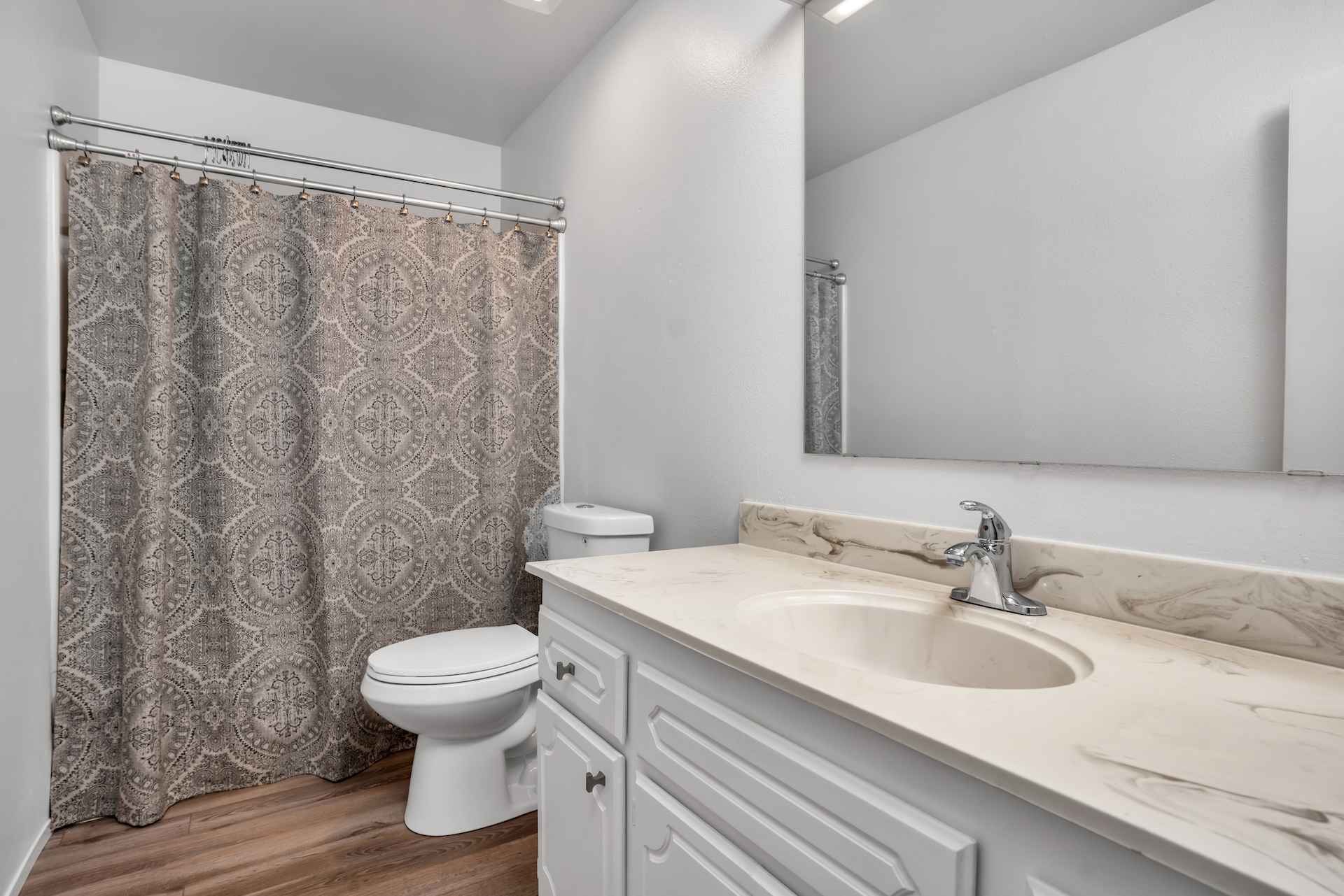 7033 La Costa Ln, Citrus Heights, Ca | Hall Bathroom | Citrus Heights Real Estate Agent