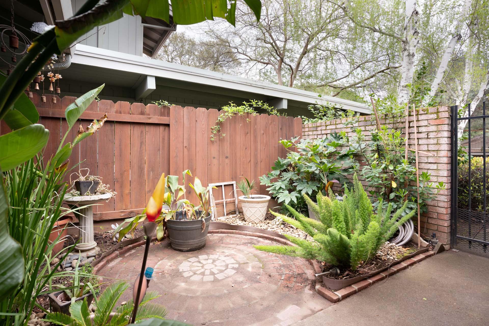 7033 La Costa Ln, Citrus Heights, Ca | Front Courtyard | Realtor In Citrus Heights