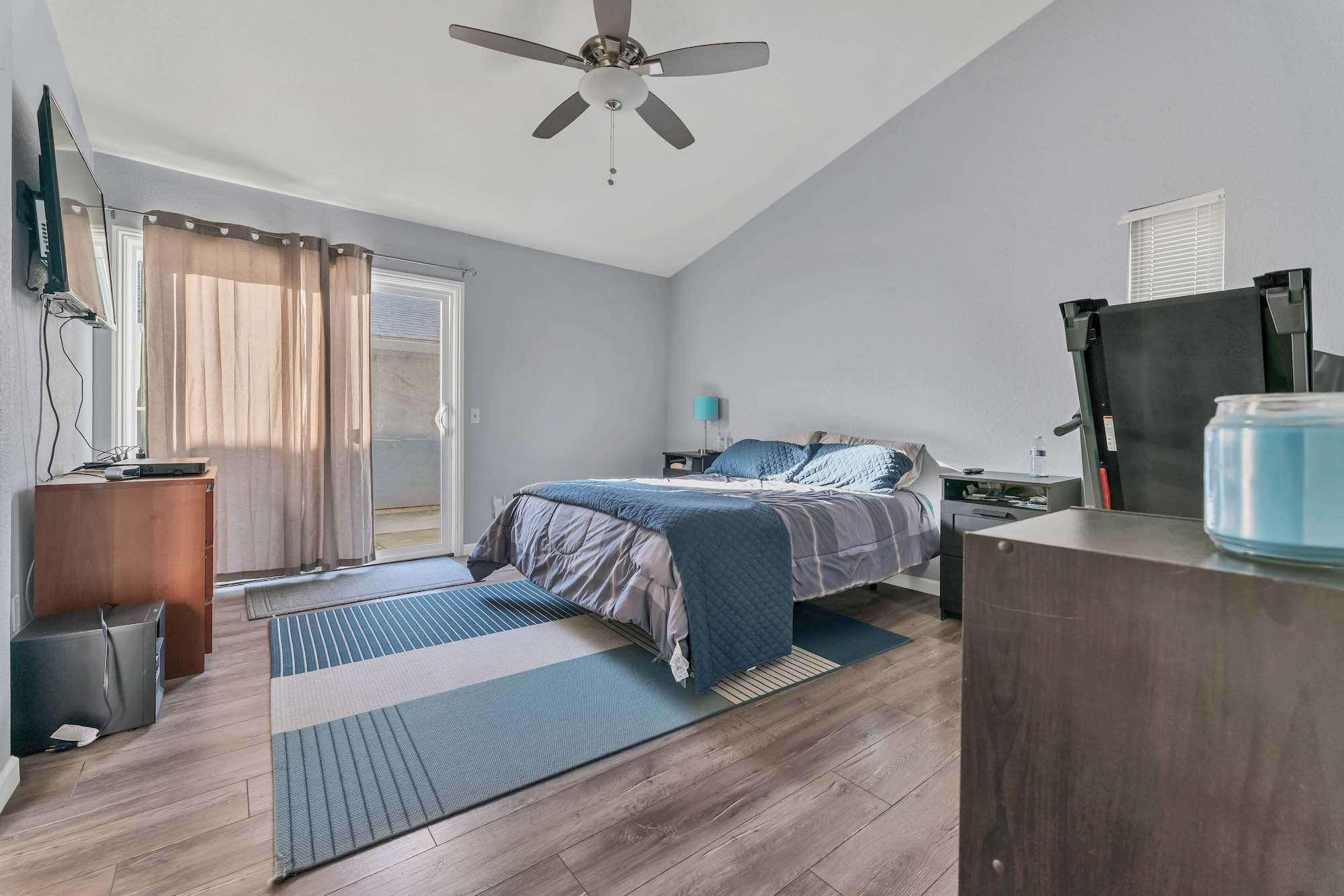Master bedroom of home at 7121 Heather Tree Dr, Sacramento Ca