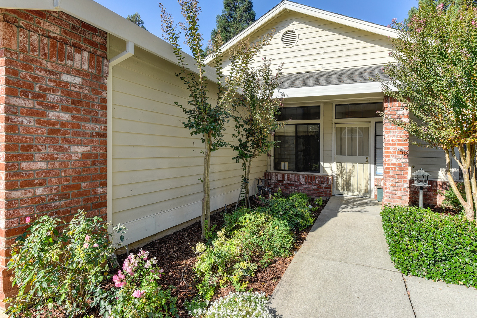 9158 Old Creek Dr| Front of home | Realtor in Elk Grove California