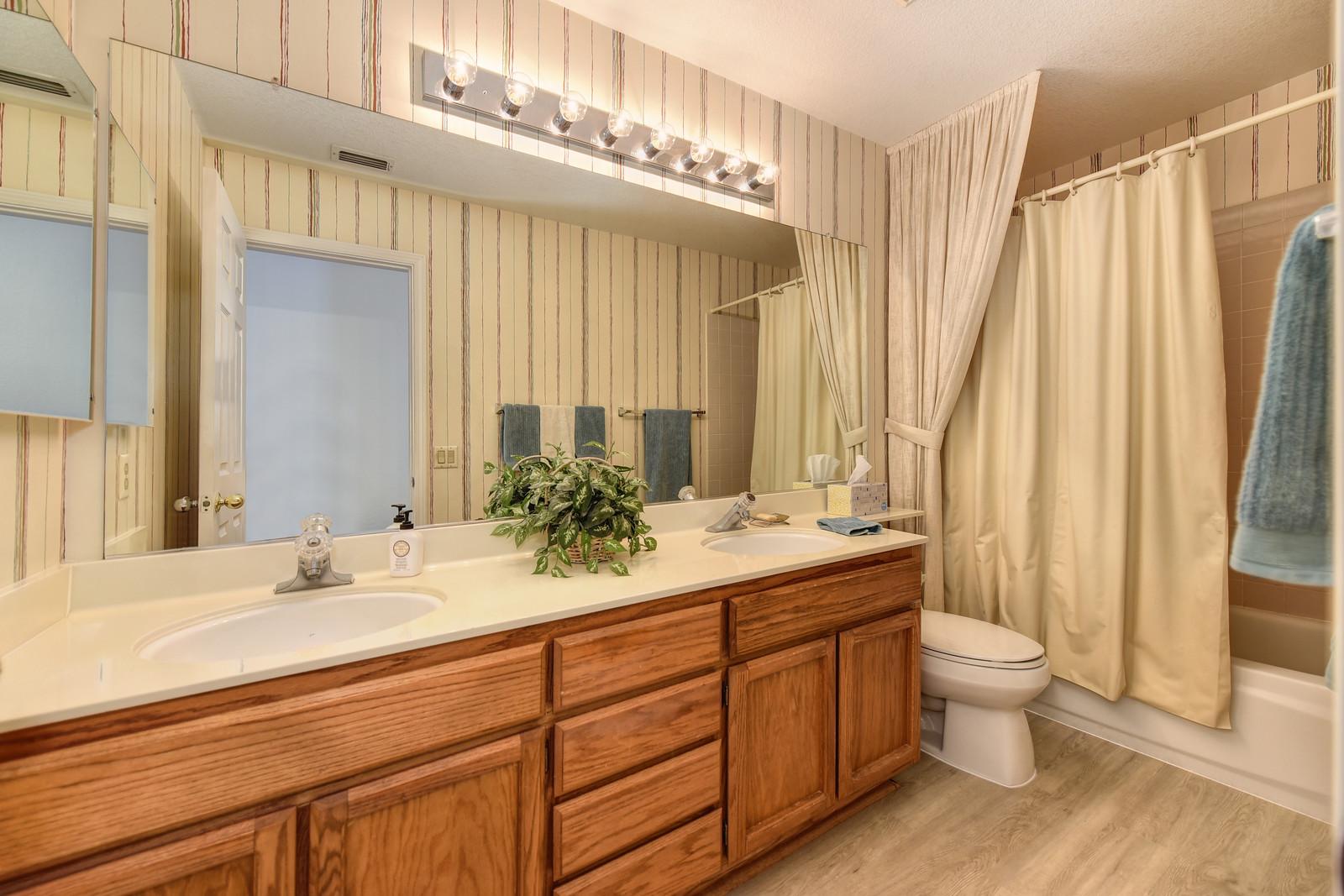 Realtor in Elk Grove California | Hall bathroom 9158 Old Creek Dr | Just sold