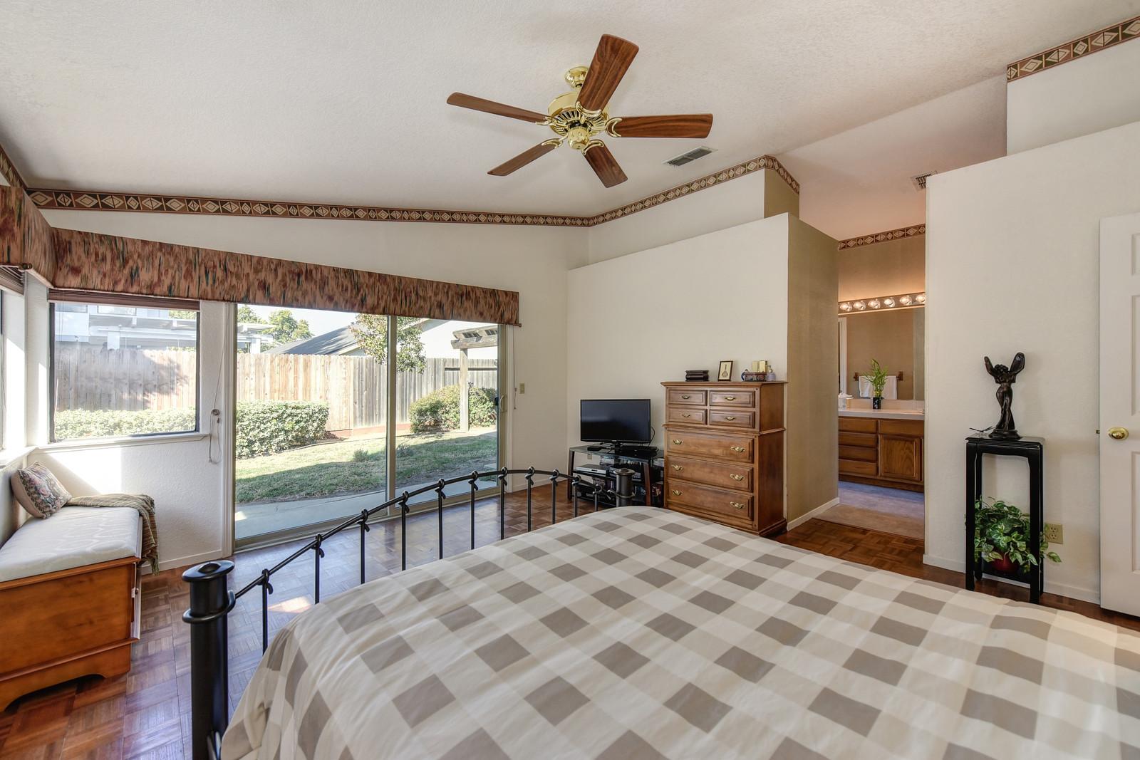 Realtor in Elk Grove California | Master bedroom 9158 Old Creek Rd Elk Grove California