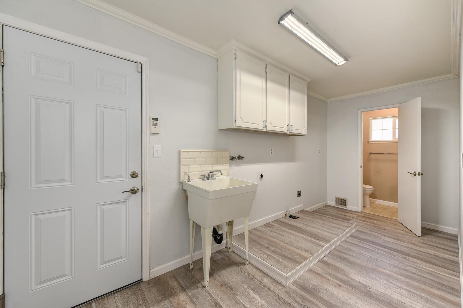 Laundry room 5342 Nyoda Way Carmichael, Ca | Carmichael Realtor