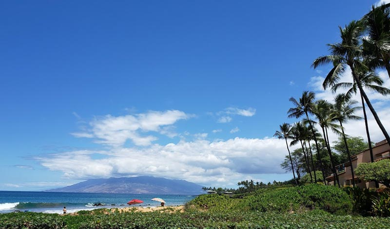 Unobstructed views at the Makena Surf of neighboring Islands.