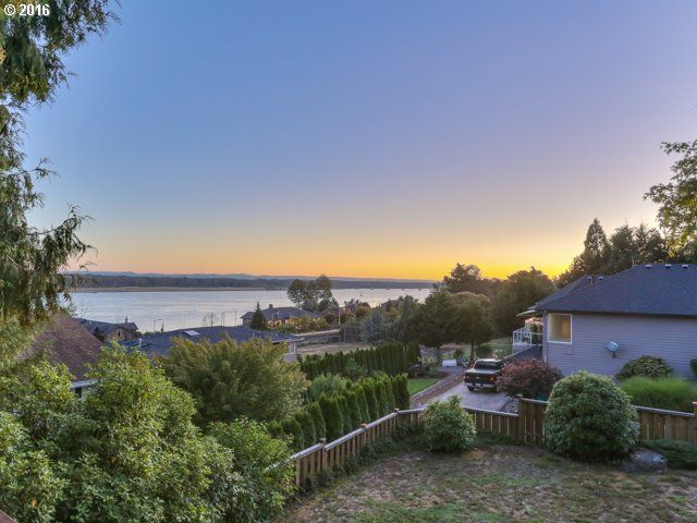 3 Bedroom Vancouver Home with View