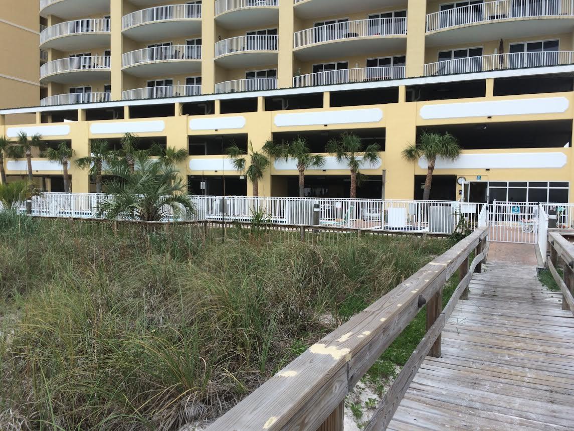 twin palms pool deck