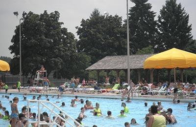 brookfield community pool