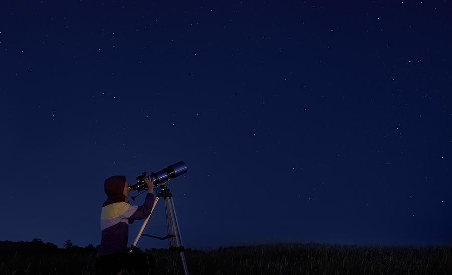 People living in Sedona go stargazing.