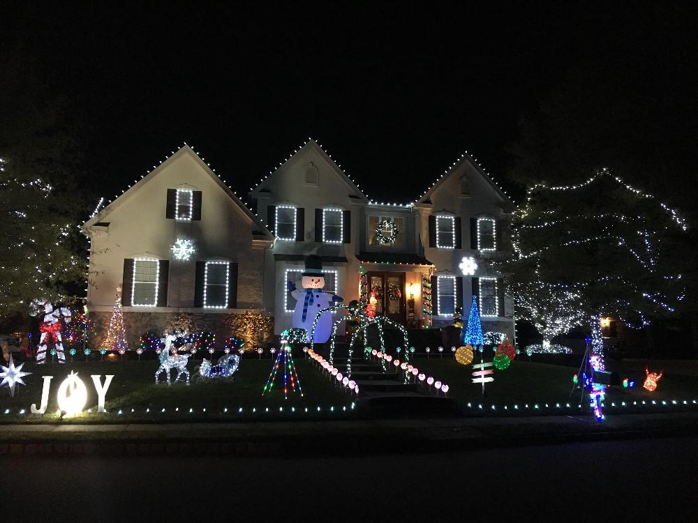 2 Bergan Ct Christmas Lights