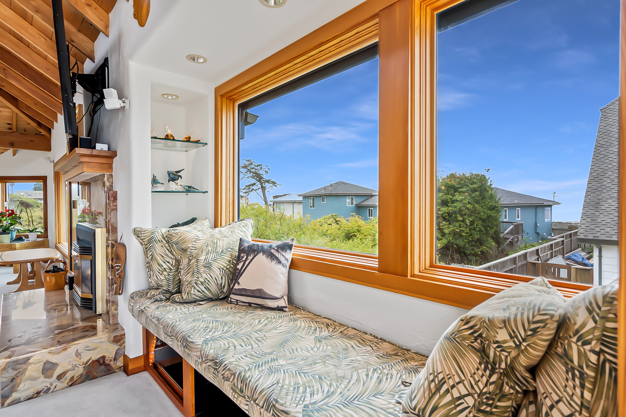 127 bethany curve - window seat with ocean views