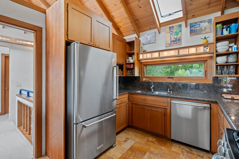 127 bethany curve - kitchen