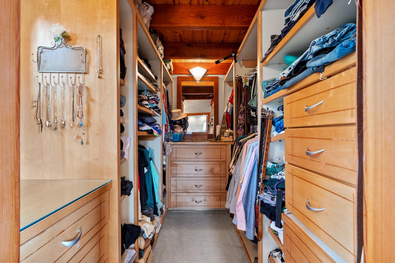127 bethany curve - master walk-in closet