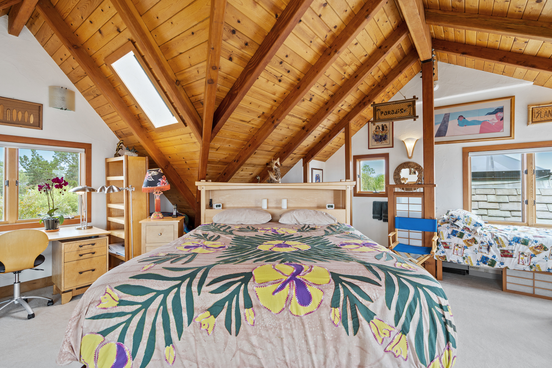 127 bethany curve - upstairs loft