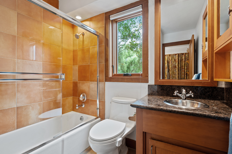 127 bethany curve - bathroom