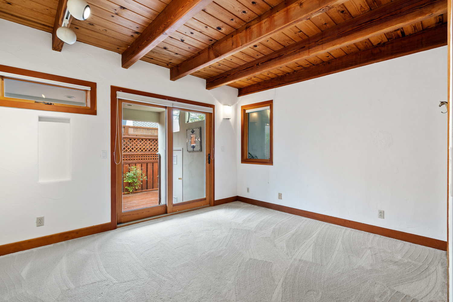 127 bethany curve - bedroom with private access