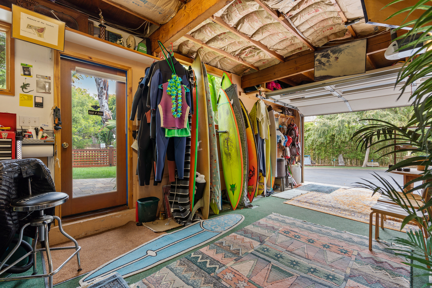 127 bethany curve - storage space for surf gear