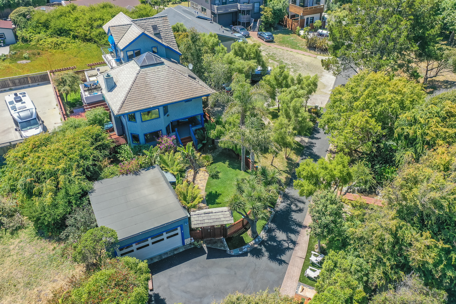 127 bethany curve - aerial view of house