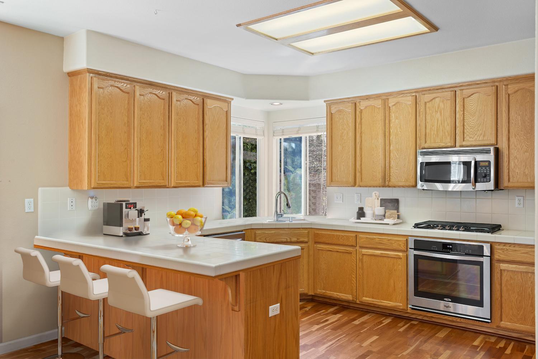 2241 glenview dr - kitchen furnished