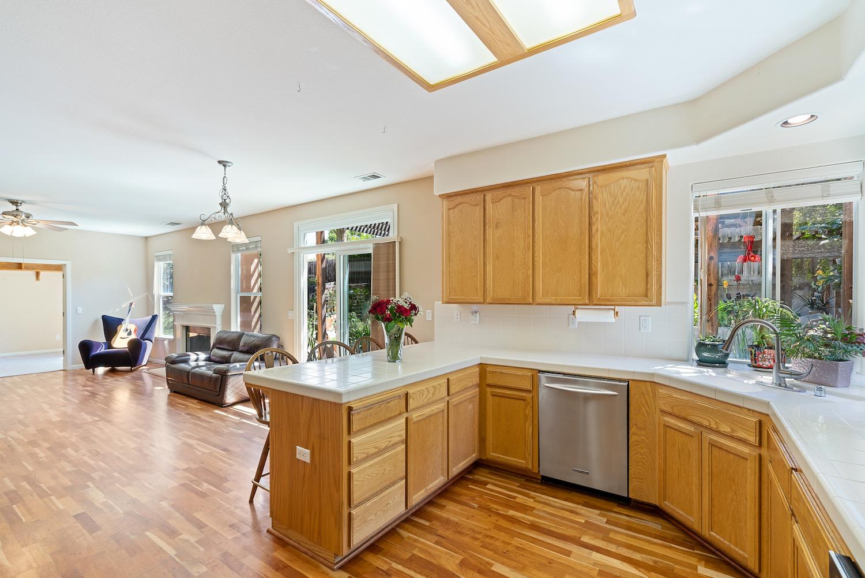 2241 glenview dr - kitchen