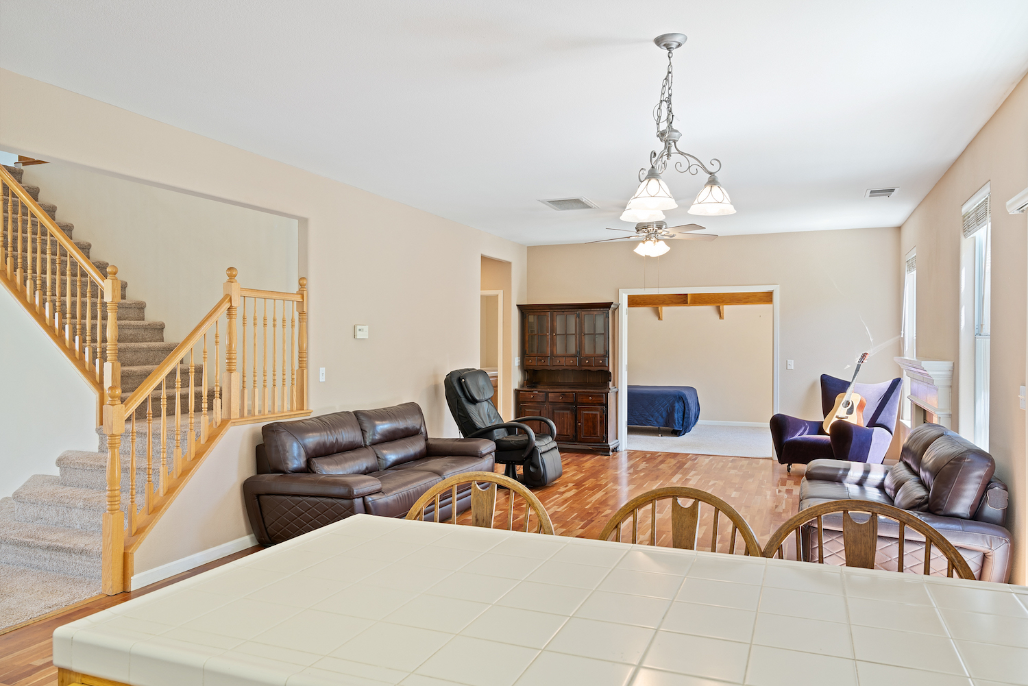 2241 glenview dr - view of living room from kitchen