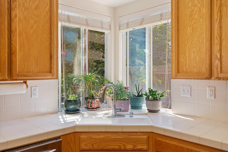 2241 glenview dr - kitchen sink view